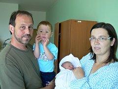 Walter Zatloukal s maminkou Veronikou, tatínkem Waldemarem a bráškou Valdemarem, Hvozd, narozen 13. června, 51 cm, 3400 g