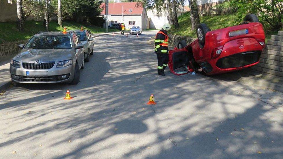 Muž havaroval v pondělí v Hrubčicích. Odnesla to tři auta.
