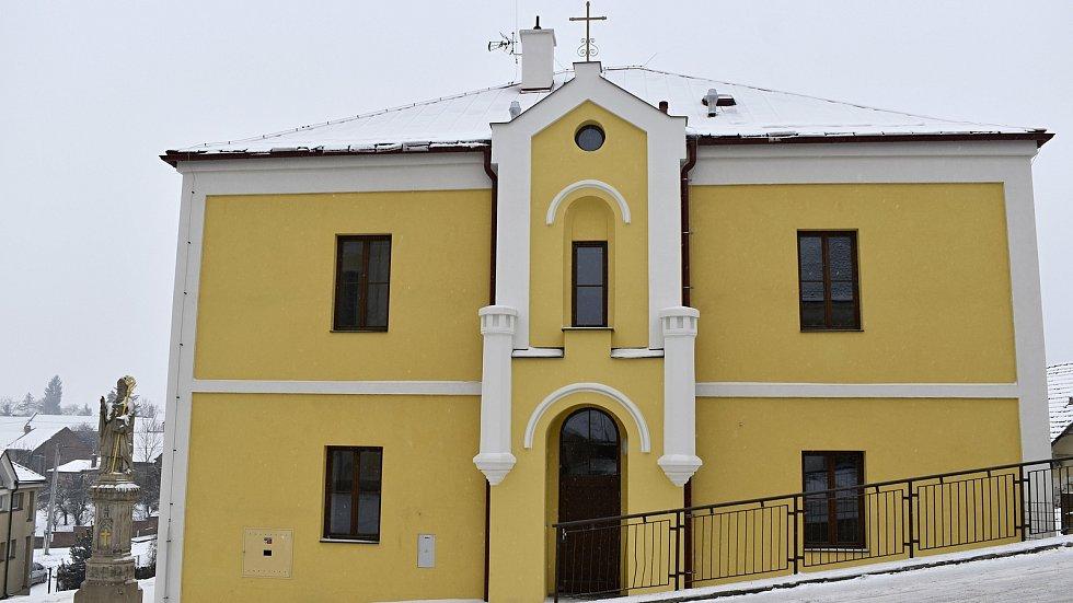 Klášter Boromejek z roku 1872 dostal nový kabát. Nově z něj bude sociální bydlení v Určicích.