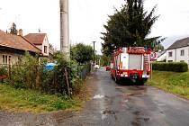 Dobrovolní hasiči z Konice pomáhali likvidovat škody, které napáchala pondělní bouřka.