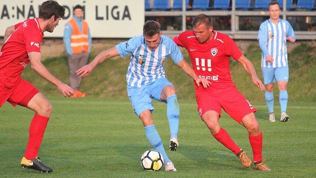 Fotbalisté Prostějova (v modrém) doma hráli s Vítkovicemi bez branek.