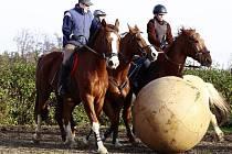 Koňský fotbal na Běláku