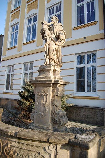 Jedna ze soch před školou vKralicích na Hané