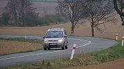 Silniční úsek mezi Vícovem a Ohrozimí. Místo častých dopravních nehod