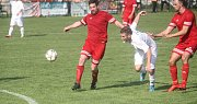 Fotbalisté Mostkovic (v červeném) vyhráli v Čechovicích 2:1