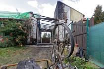 Rozsáhlý požár zasáhl v sobotu několik budov v obci Lutotín na Prostějovsku. Nejprve začalo hořet v garáži, ale plameny se rozšířily i na přilehlý rodinný domek.