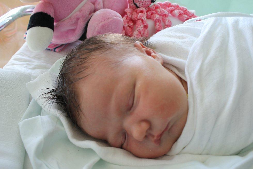 Nela Lukscheiterová, Prostějov, narozena 8. října 2019 v Prostějově, míra 53 cm, váha 4150 g