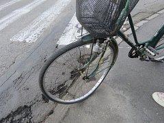 Téměř devadesátiletý cyklista byl sražený v jedné z prostějovských křižovatek. Řidič mu nedal přednost. Foto: Policie ČR