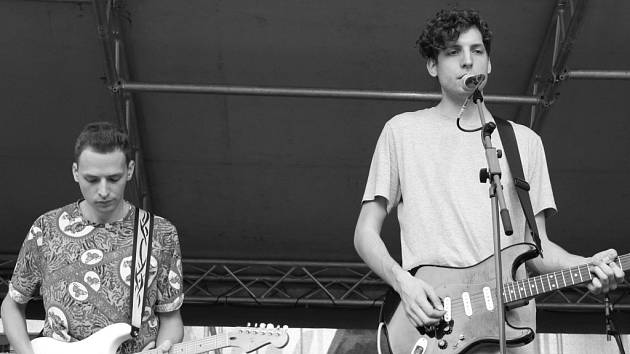 Prostějovsko-olomoucká skupina Froples se dočkala velkého úspěchu. Zahrála si totiž na letošním festivalu Rock for people.  Na snímku Petr Odstrčil a vpravo Ondřej Duchoň.
