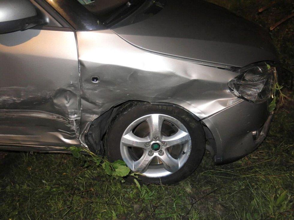 Srážka fordu a fabie ve Vranovicích-Kelčicích