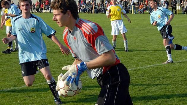 Fotbalisté Určic (ve žlutém) proti Hranicím