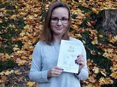 Autorka knihy Lenka Haliřová se svou prvotinou