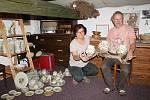 Manželé Marcela a Zdeněk Palíškovi vyrábí v Křenůvkách keramiku, která se dostala až do Austrálie.