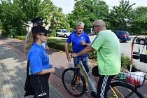 Kontrola dopadla docela dobře, cyklistům chyběly jen reflexní prvky. Foto: Policie ČR