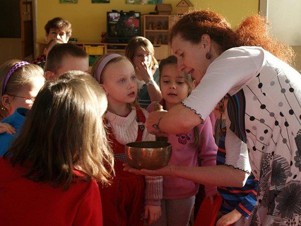 Putování po matce Zemi - muzikoterapeutické představení pro děti vMŠ Plumlov