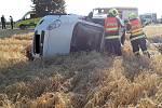 Dnes ráno museli prostějovští hasiči vyprošťovat zraněnou osobu z auta.