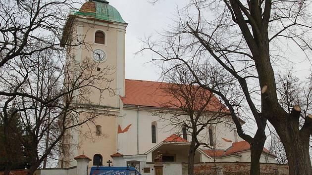 Oprava střechy plumlovského kostela