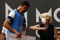 Vítěz turnaje Kamil Majchrzak, Petra Černošková.