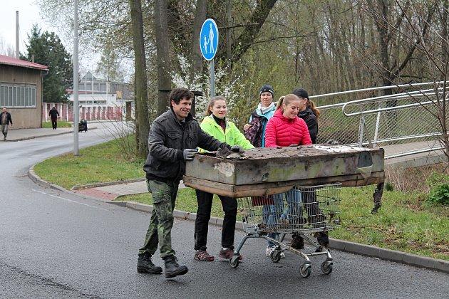 Ukliďme Česko - jarní úklid vBiokoridoru Hloučela 6.4. 2019
