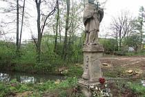 Po dobu rekonstrukce mostu se doprava přesune za záda sochy Jana Nepomuckého.
