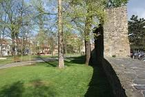 Městské hradby ve Smetanových sadech v Prostějově