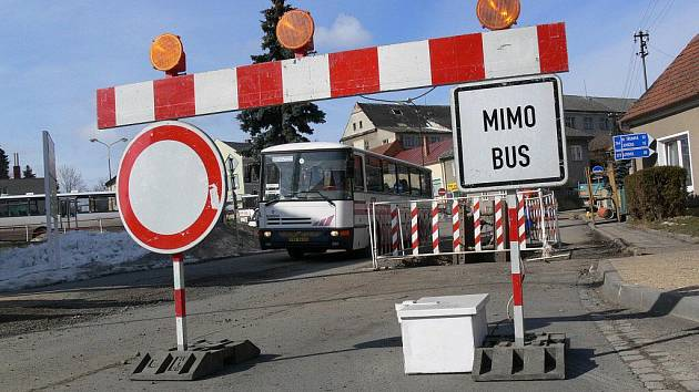 Uzavírky v Konici komplikují dopravu