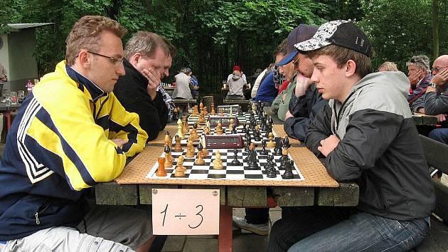 Šachista Jaroslav Bureš (vlevo). Ilustrační foto