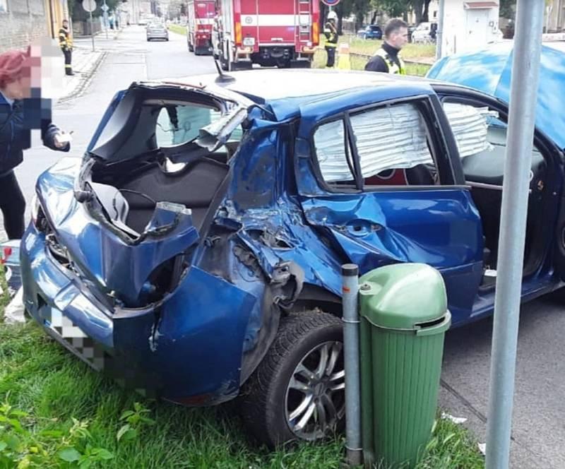 V Českobratrské ulici se srazil vlak s autem.