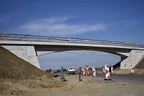Most pro cyklisty přes severní obchvat na trase Prostějov - Smržice.