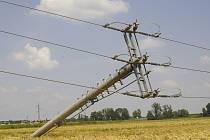 Bouřka si vybrala svou daň i na sloupech elektrického napětí