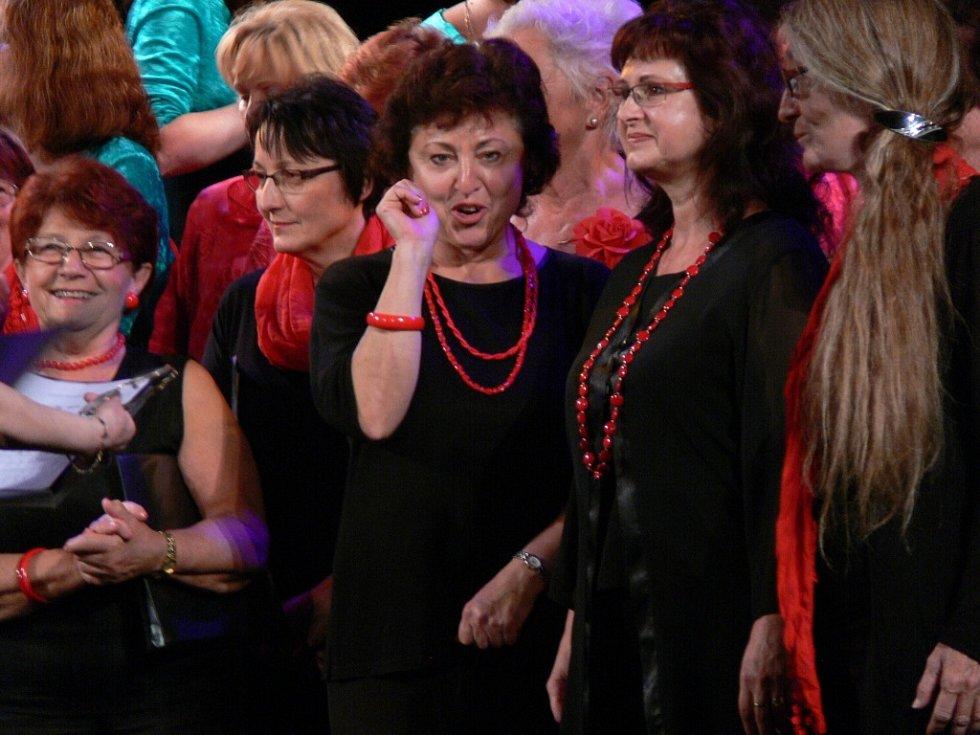 Desátý ročník nesoutěžní přehlídky Ženská srdce se konal v sobotu odpoledne v Prostějově.