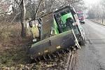 Nehoda krmného vozu na silnici mezi Kostelcem na Hané a Lešany