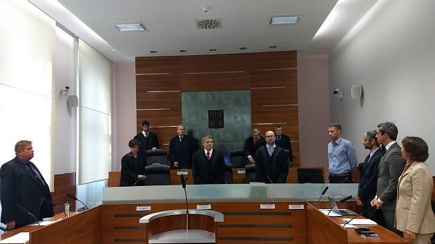 Volební senát Nejvyššího správního soudu v Brně v úterý nevyhověl návrhům na neplatnost hlasování v senátních volbách ve volebním obvodu č. 62 Prostějov. Výsledek senátních voleb na Prostějovsku platí.