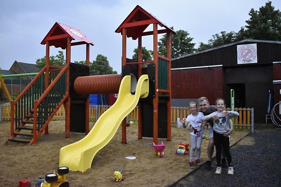 Oficiální zahájení provozu dětského hřiště v Čechovicích se slavilo soutěžemi i diskotékou.