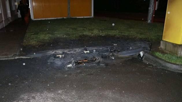 Požár kontejnerů v Říční ulici v Prostějově. 6.5. 19
