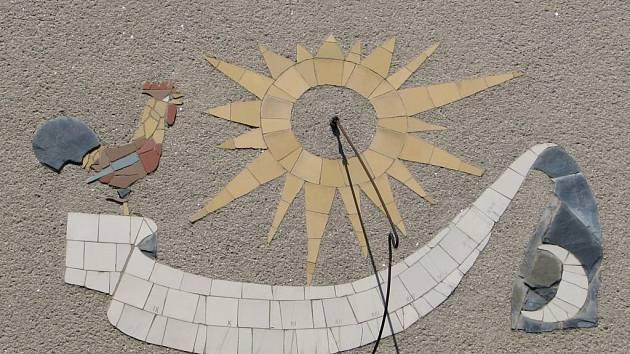 Sluneční hodiny ve Wolfově ulici