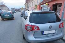 Nehoda fordu s chlapcem v prostějovské Wolkerově ulici