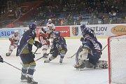 Hokejisté Prostějova (v bílém) porazili Kladno 6:3