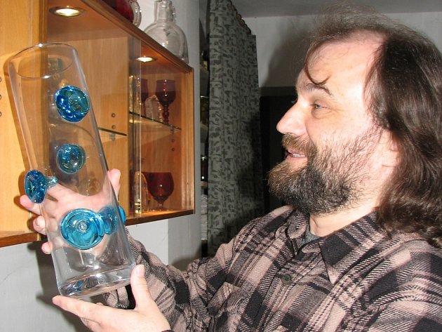 Ve sklářské dílně Jana Jankůje se snoubí umění s dobře odvedeným řemeslem.