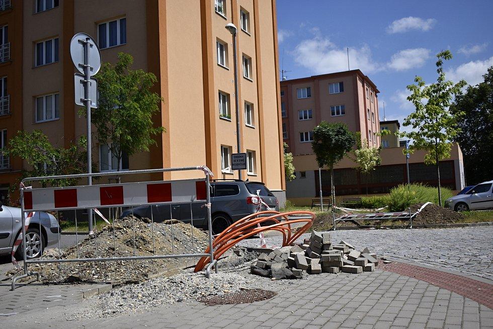 Dva roky po revitalizaci je prostějovské sídliště Šárka znovu rozkopané. 18.6. 2021