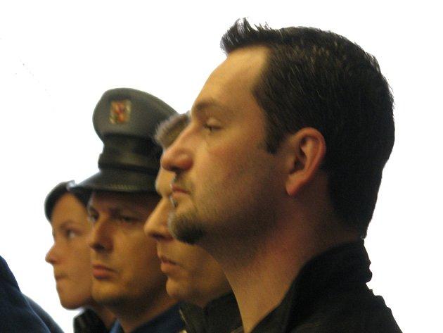 Bývalý strážník Bedřich Hübner v popředí dostal za loupežná přepadení barů čtyři roky na tvrdo