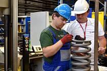 Výroba pružin ve společnosti HŽP v Prostějově. Ilustrační foto.