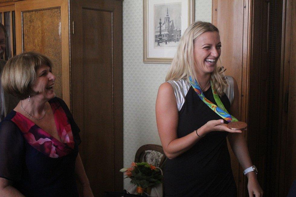 Petra Kvitová při návštěvě na radnici v Prostějově