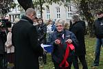 Sázení lípy k uctění 100. výročí vzniku československého státu ve Smetanových sadech v Prostějově