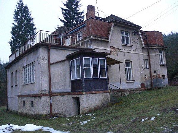 Budova staré mateřské školky vHamrech