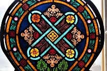 Malé vitrážové okno