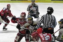 Experiment s individuální letní přípravou se prostějovským hokejistům nevyplatil. Po bídné sezoně padají z první ligy.