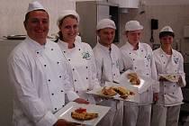 Kuchařští učni a jejich výtvory