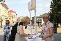 Lidé podepisovali petici za zachování jezdeckých kasáren v Prostějově