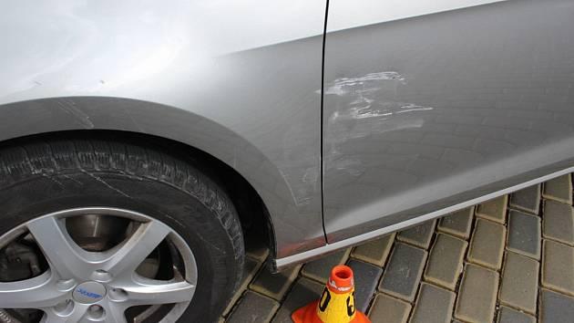 Následky střetu dvou aut ve Wolkrově ulici v Prostějově
